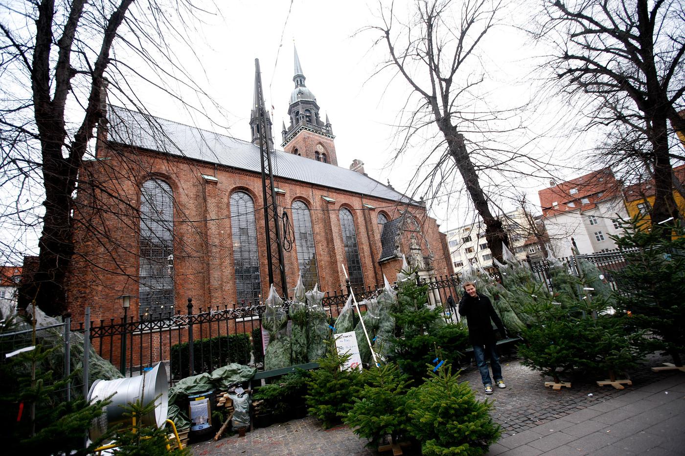 juletræssalg ved Helligåndskirken