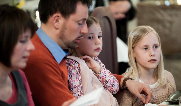 familie til gudstjeneste